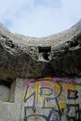 Graffiti in einer deutschen Weltkrieg II - Hinterlassenschaft an der dänischen Nordseeküste