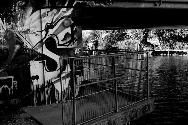 graffiti le long du canal