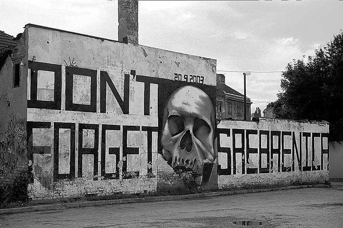 Graffiti - Mahnmal in Sarajevo