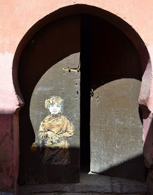 Graffiti sur porte marocaine