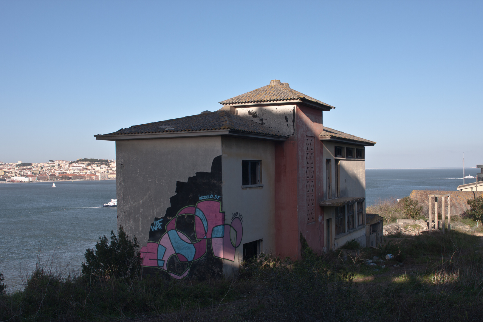 Graffiti von zoolo in Lissabon