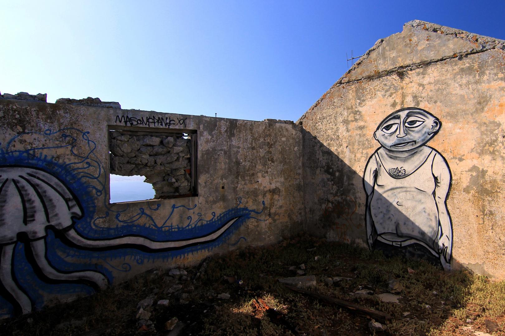 Grafitti auf einer Ruine auf dem Gibraltar Felsen