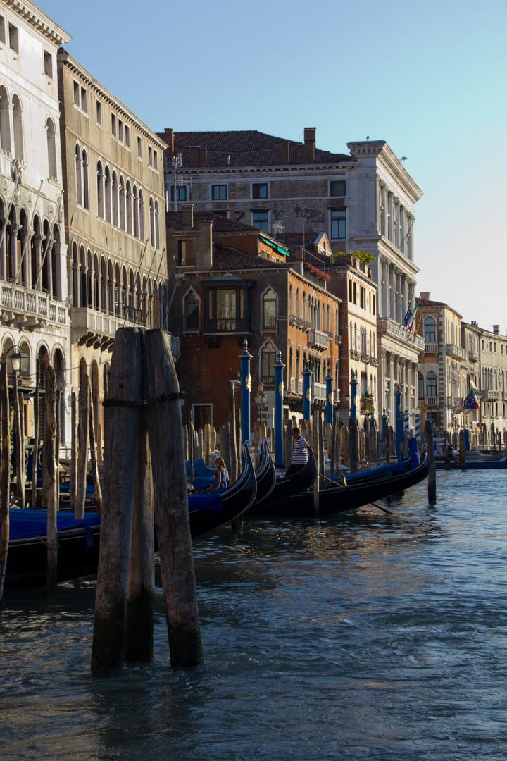 Gran Canal, Venecia. Gondoleros. Julio 2011.