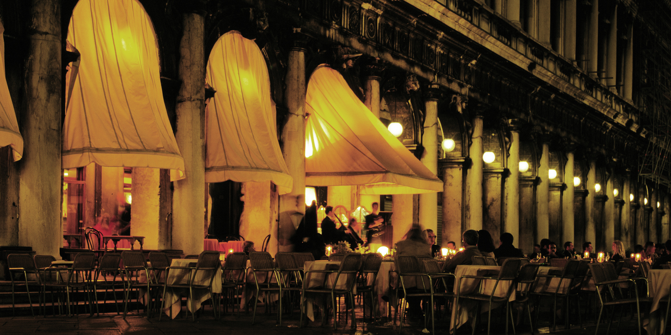Grancaffè Quadri am Marktplatz in Venedig
