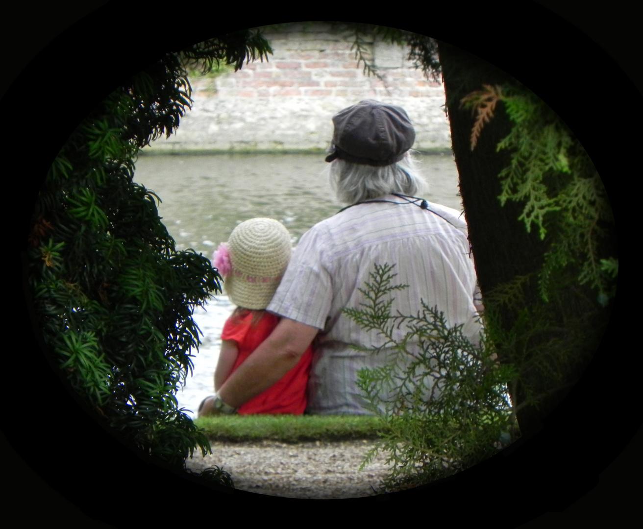 Grand-mère anglaise avec sa petite-fille.