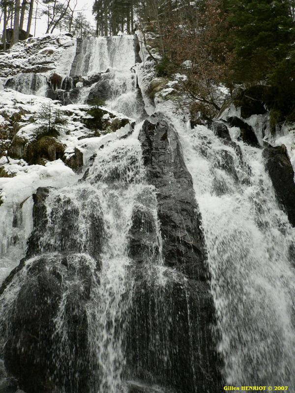Grande cascade de Tendon.