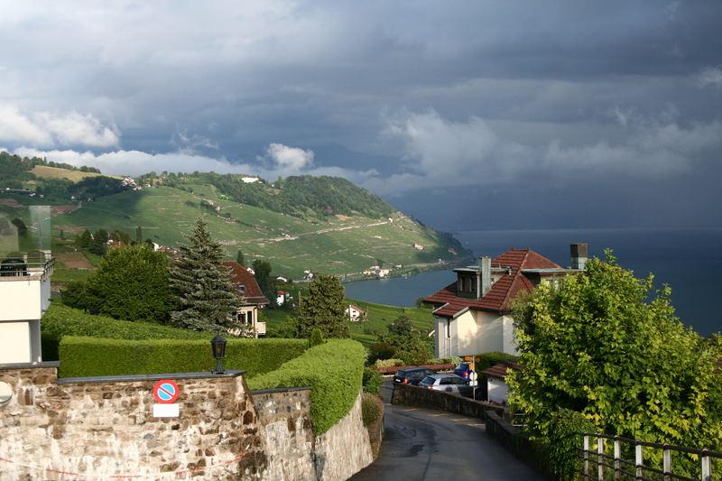 Grandvaux avec vue sur le Lavaux et le lac Léman.