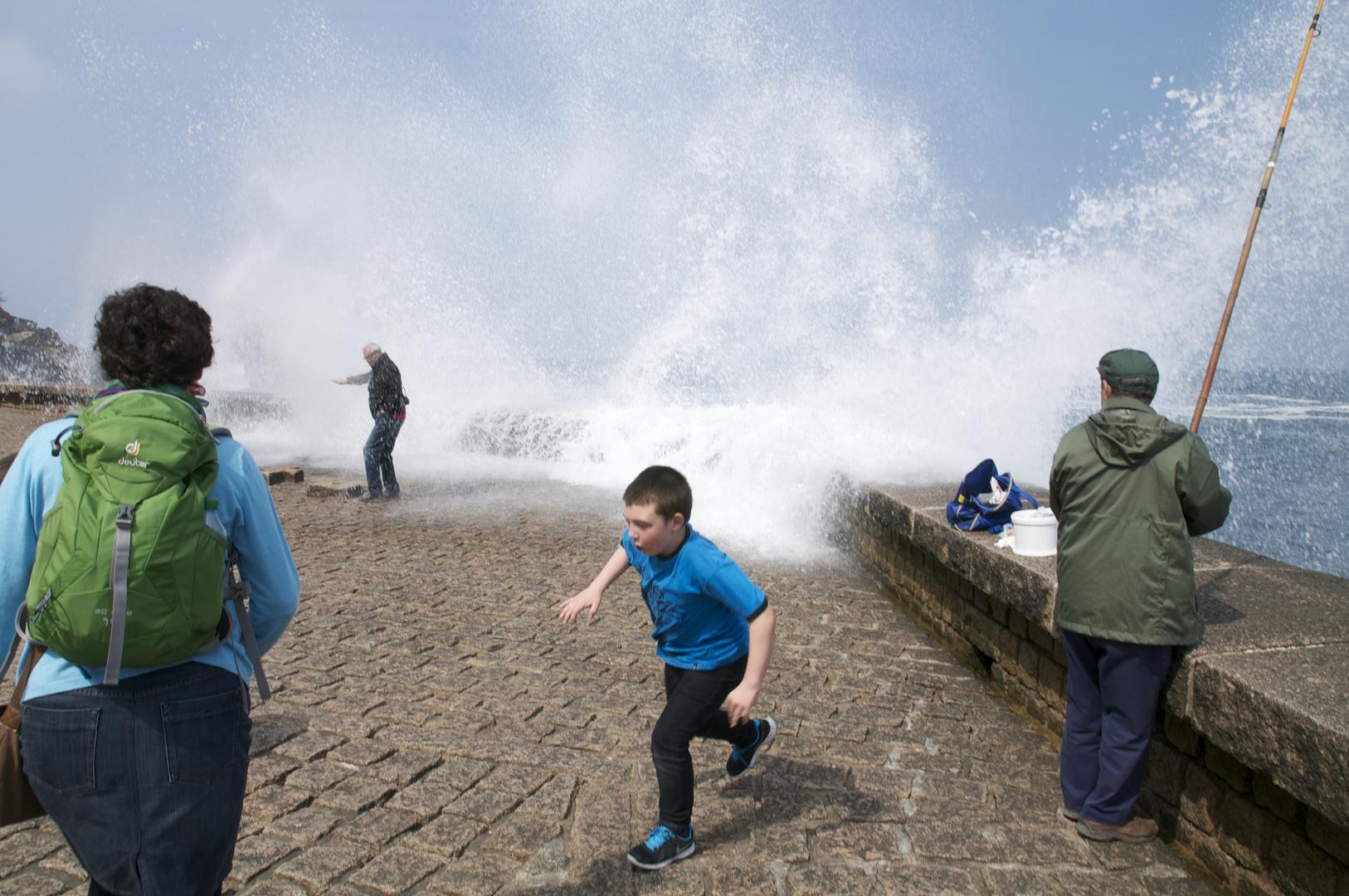 Gratisdusche auf der Mole unterhalb des Monte Igueldo (Donostia)