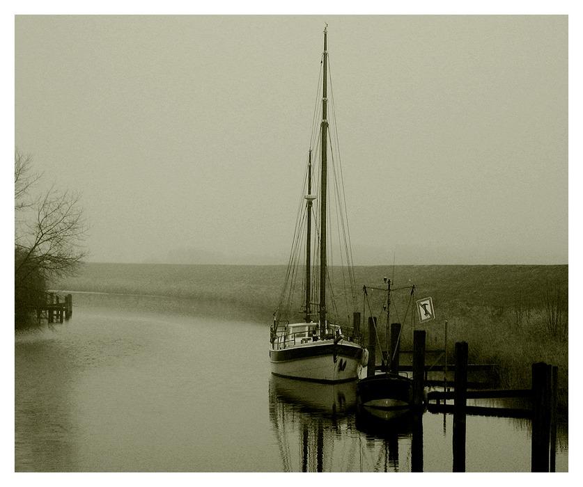 ...graue Wasser...