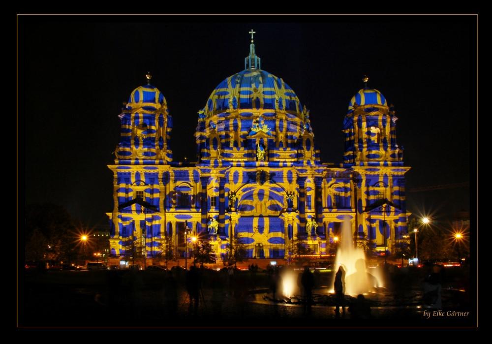 Grauenvoll beleuchteter Berliner Dom