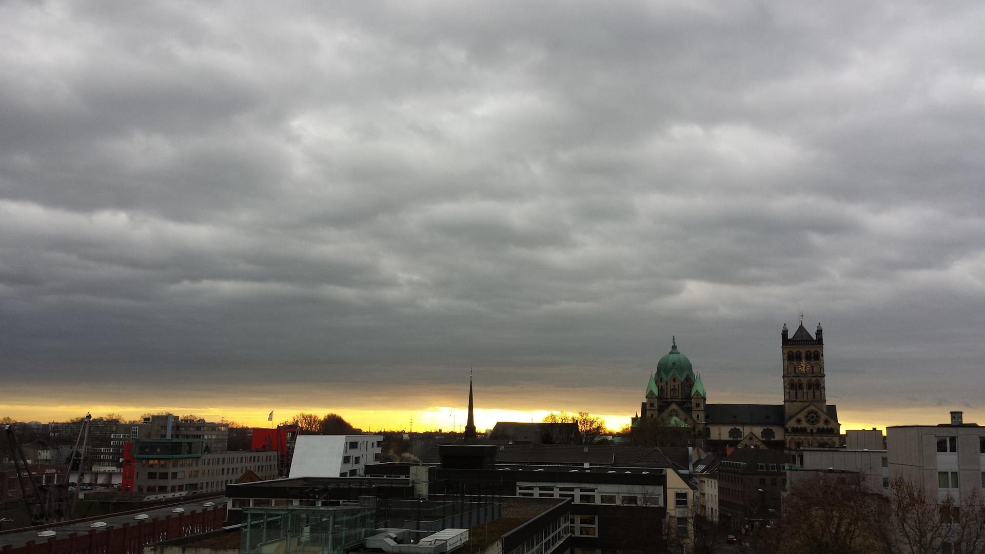 Grauer Himmel über Neuss / grey skies over Neuss