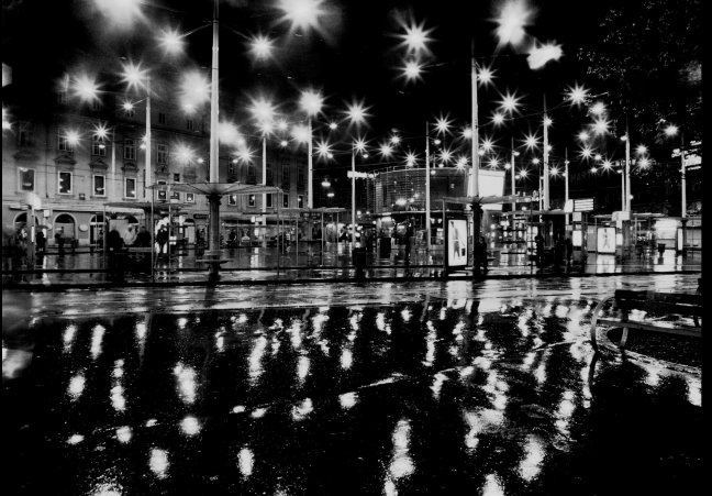 GRAZ Jakominieplatz bei Nacht und Regen