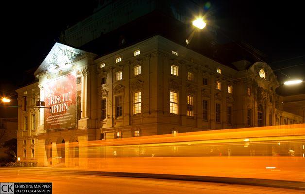Grazer Oper bei Nacht