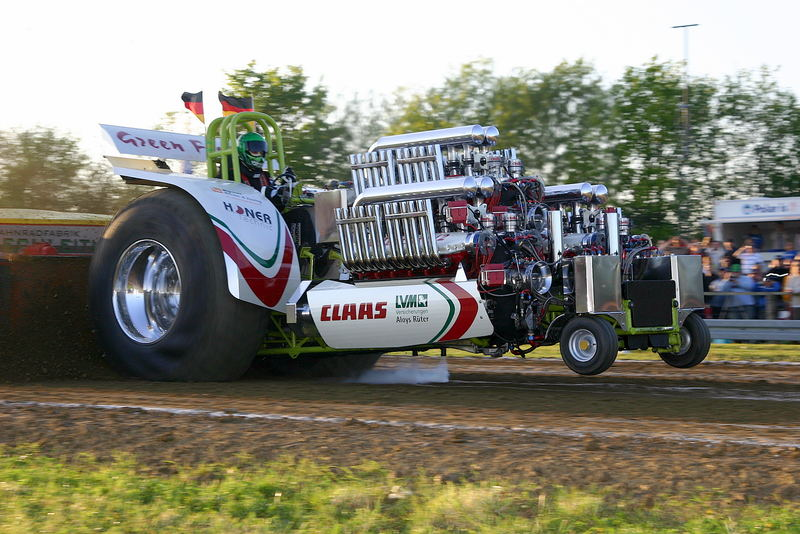 Green Fighter beim Tractor Pulling in Herning