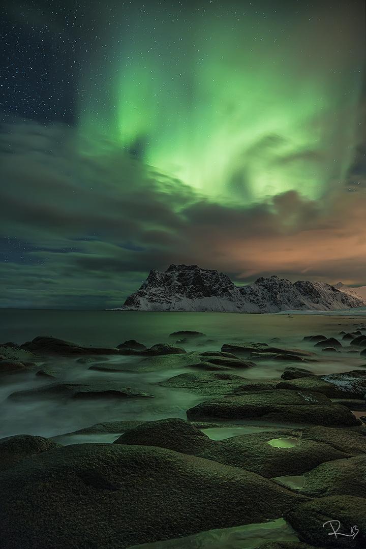 Green sky at night