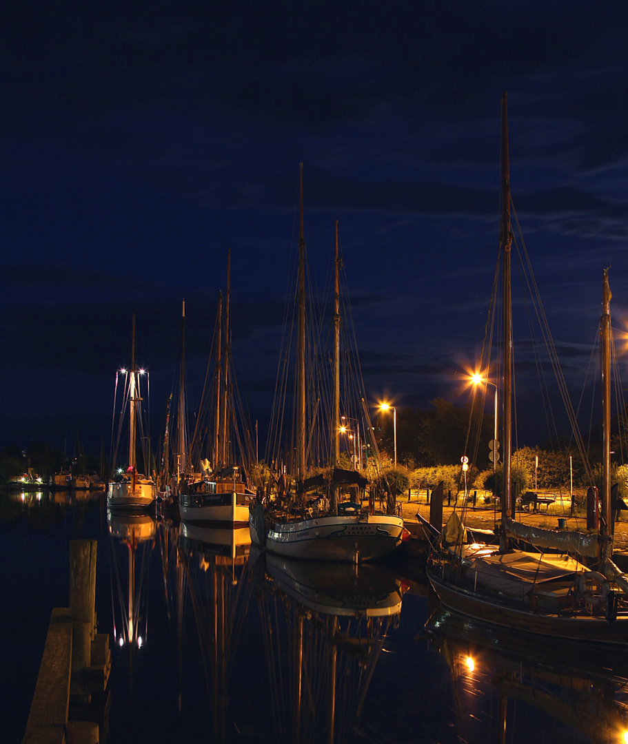 Greifswalder Hafen bei Nacht