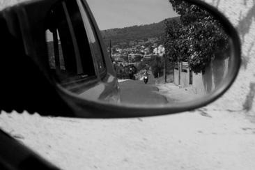 griechenland/ägina - einwohner auf moped