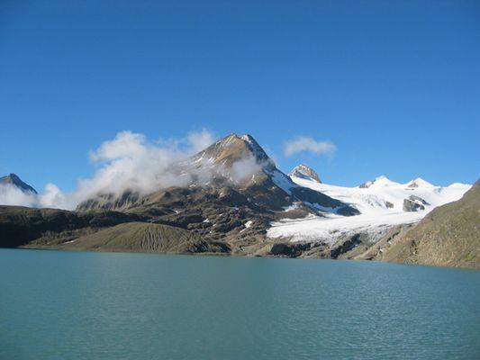 Griessee mit Gletscher im Hintergrund