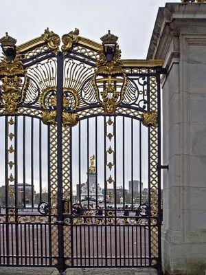 Grille du Memorial Victoria devant Buckingham Palace  --  Londres
