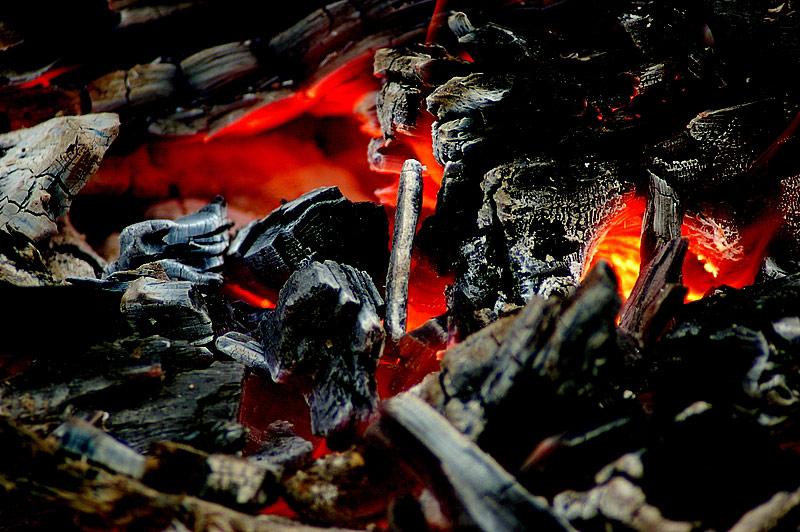 Grillfeuer bereit für das Steak
