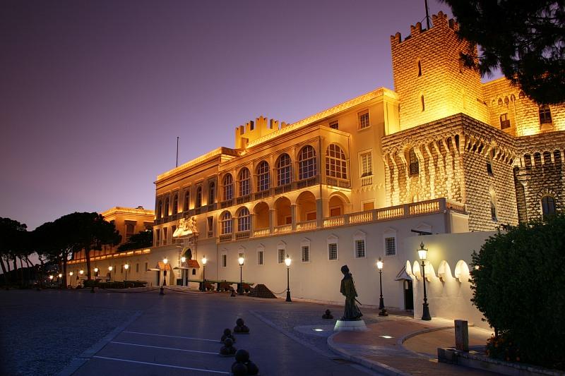 Grimaldipalast zur blauen Stunde