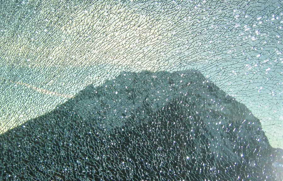 Grimming hinter Glas...