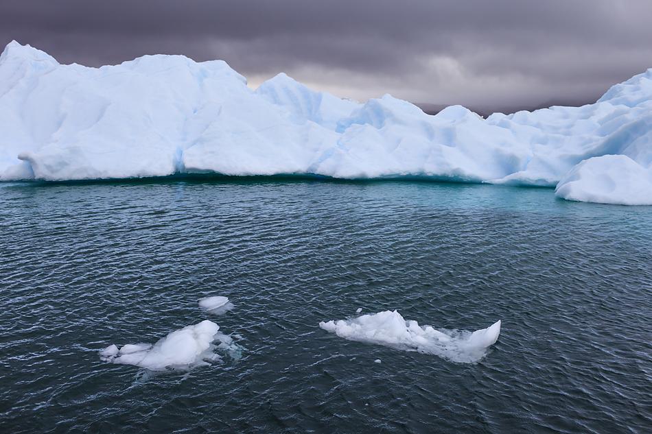 """Grönland """"dunkle Wolken über den Eisbergen"""" FVR 2012"""
