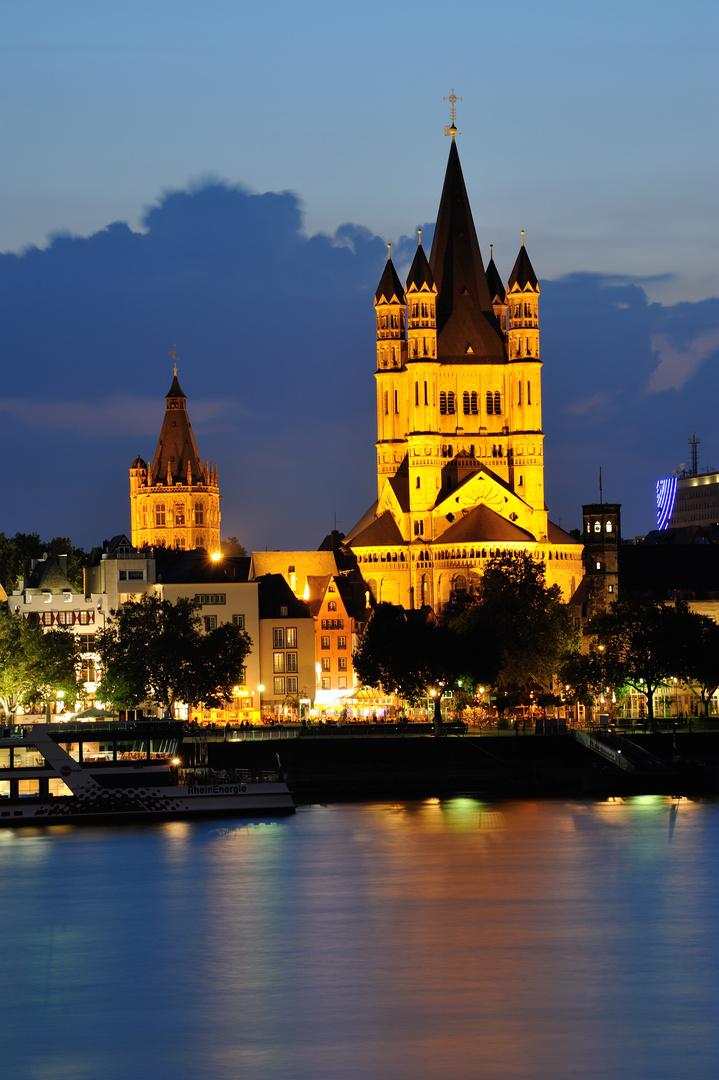 Groß St. Martin (eine der zwölf großen romanischen Kirchen in Kölner) in der Altstadt