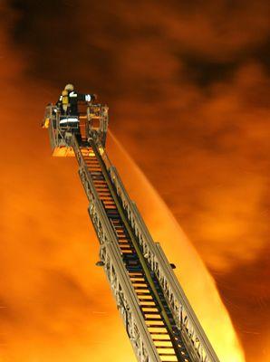 Großbrand in Hannover - Drehleiter