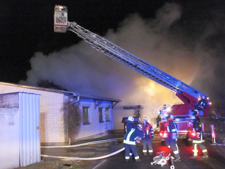 Großbrand vernichtete Schreinerei (3)