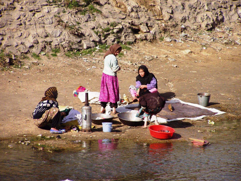 Große Wäsche im Kabul-Fluss