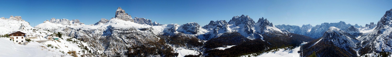 Großer Blick über die Gipfel der Dolo...