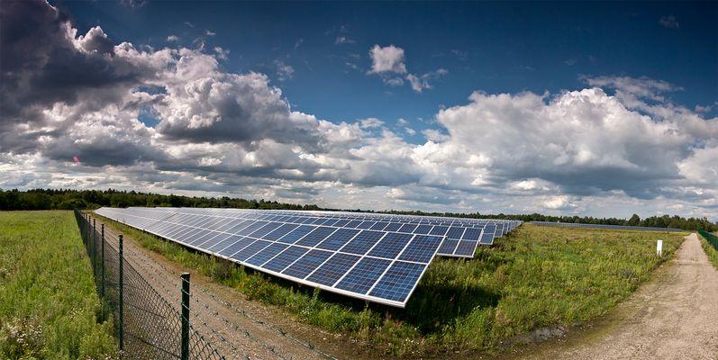 großer Solarpark in Zeithain