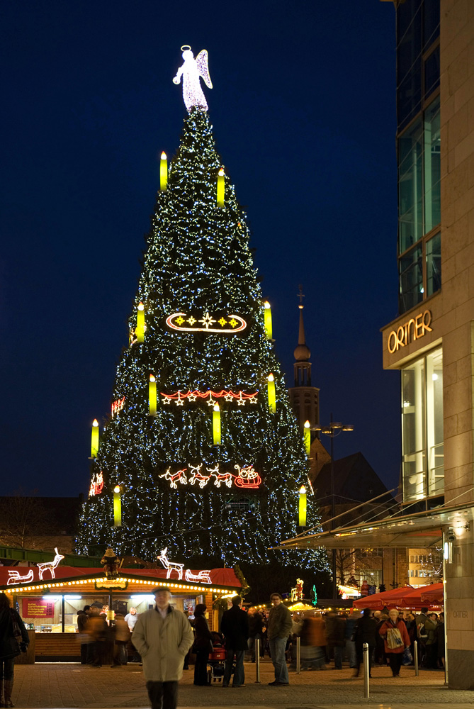 gro er weihnachtsbaum in dortmund foto bild. Black Bedroom Furniture Sets. Home Design Ideas