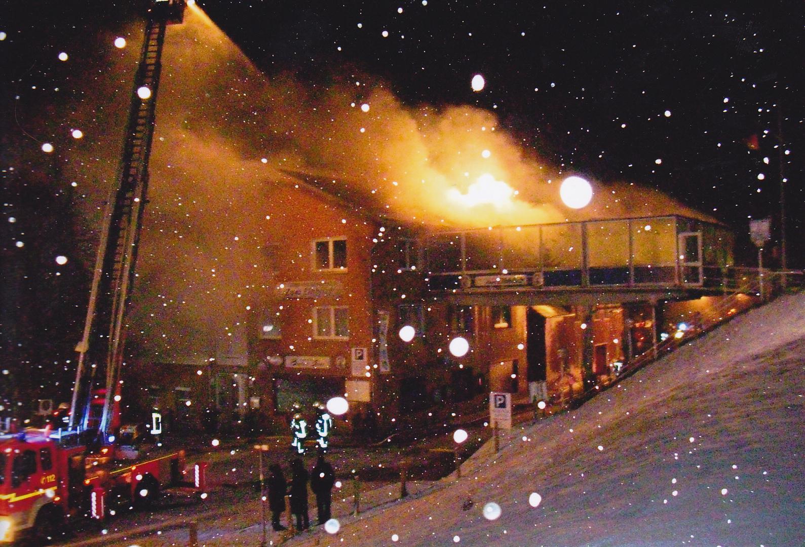 Großfeuer im Schneegestöber