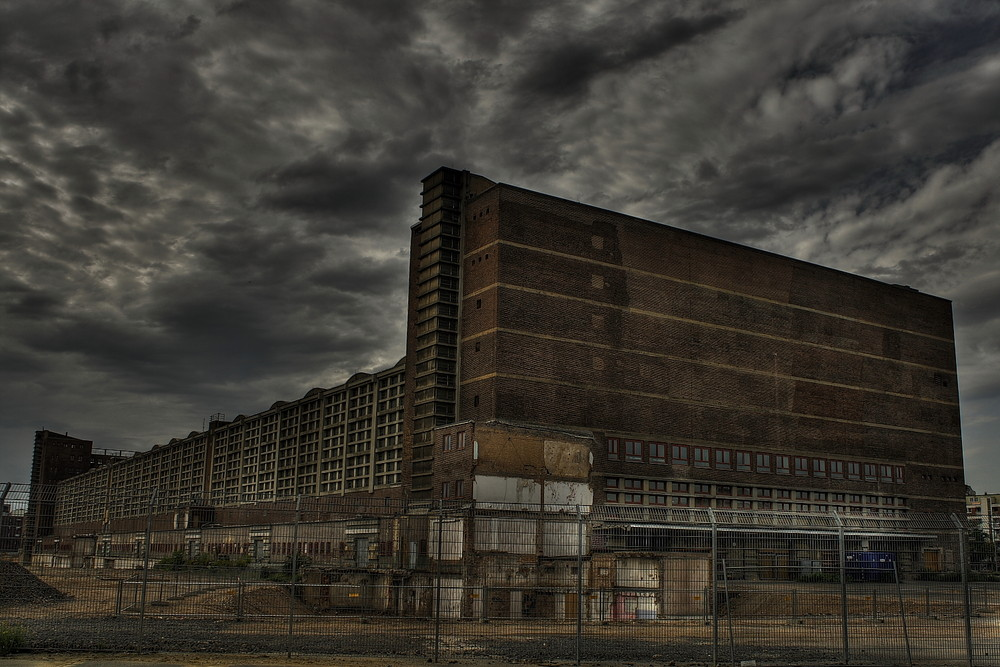 Grossmarkthalle hinter Gittern