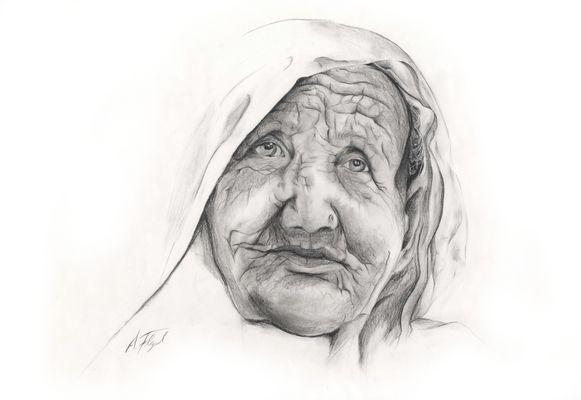 Großmutter mit Piercing