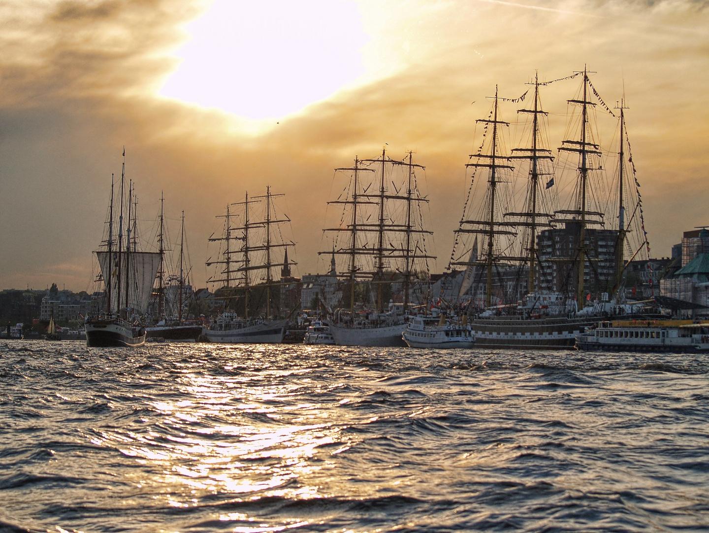 Großsegler zum Hamburger Hafengeburtstag 2011