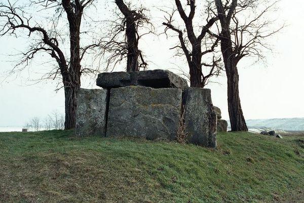 Großsteingrab zwischen Latdorf und Gerbitz