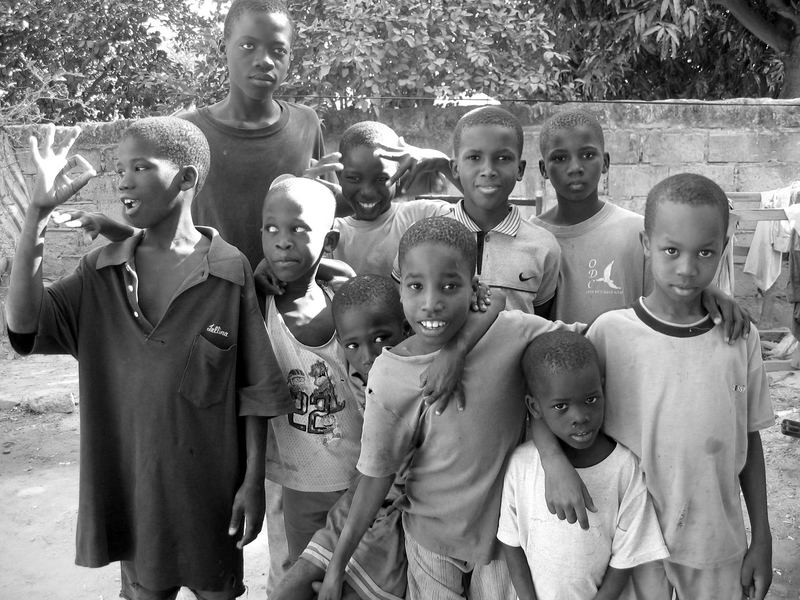 Groupe d'enfants au village (sénégal)