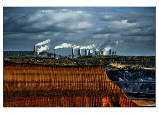 Grubenrand mit Kraftwerk