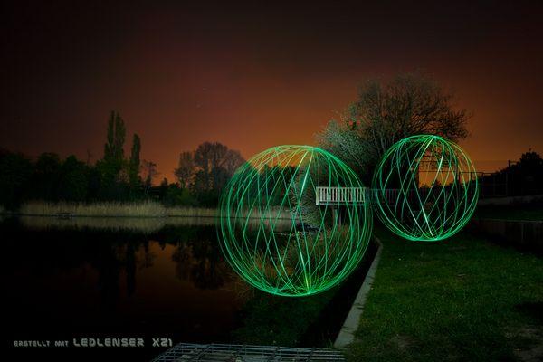 Grüne Lichtkugeln..