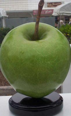 Grüner Apfel in Bronze