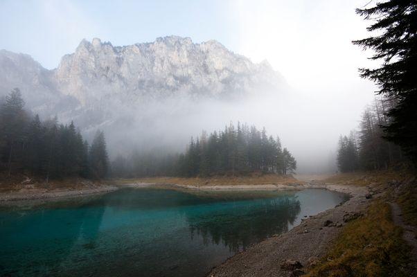 Grüner See im Herbst