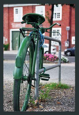 Grünes Fahrrad im Holländischen Viertel