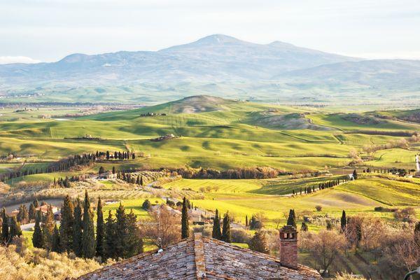 Grünes hügeliges Tal in Toskana