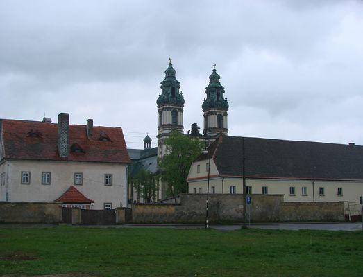 Grüssau, Klosterkirche 2007, vom Busparkplatz aus