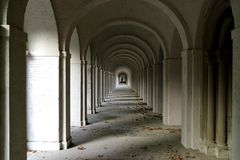 Gruftengang auf dem Frankfurter Hauptfriedhof