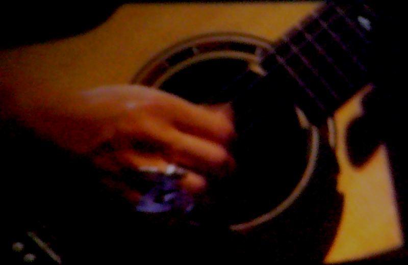 ..guardavo le sue mani..