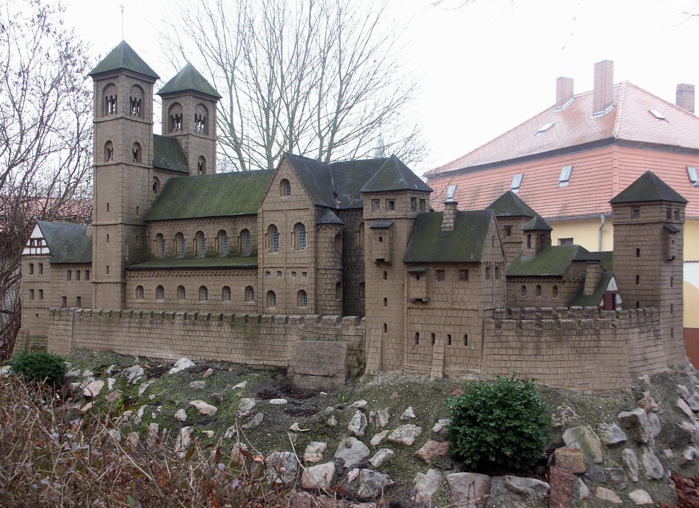 Günter Beinert Modelbau aus Beton IV